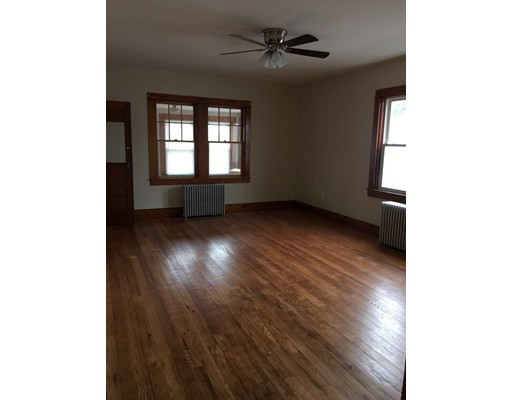 Single Family Home for Rent at 287 Slocum Road 287 Slocum Road Dartmouth, Massachusetts 02747 United States