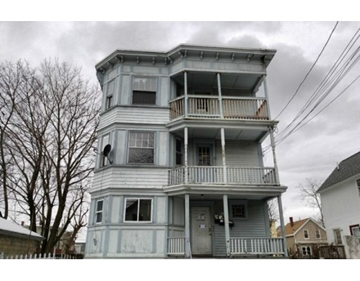 多戶家庭房屋 為 出售 在 114 Walnut Street 114 Walnut Street Lawrence, 麻塞諸塞州 01841 美國