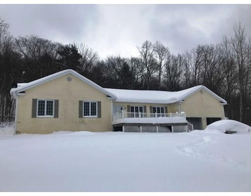 واحد منزل الأسرة للـ Sale في 162 Bailey Road 162 Bailey Road Lanesborough, Massachusetts 01237 United States