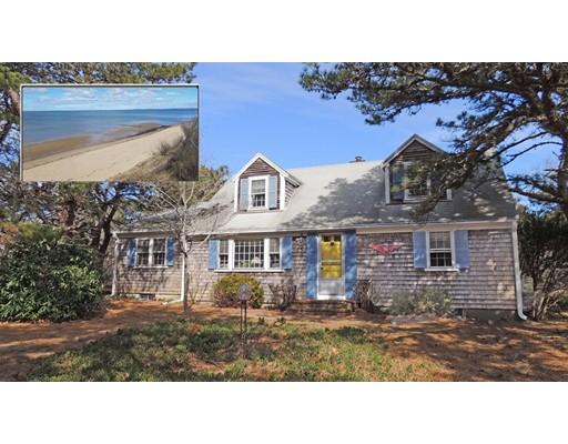 Maison unifamiliale pour l Vente à 120 Boreen Road 120 Boreen Road Eastham, Massachusetts 02642 États-Unis