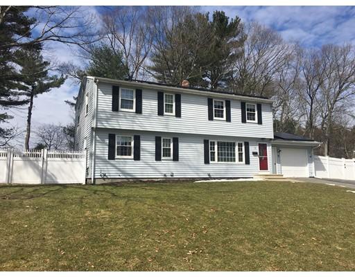واحد منزل الأسرة للـ Sale في 15 JEANNINE ROAD 15 JEANNINE ROAD Bellingham, Massachusetts 02019 United States