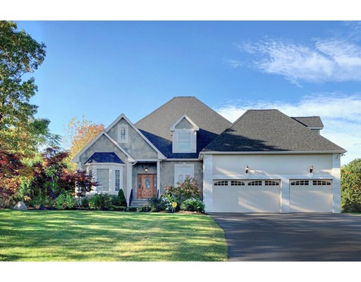 Maison unifamiliale pour l Vente à 82 Country Club Road 82 Country Club Road Dedham, Massachusetts 02026 États-Unis