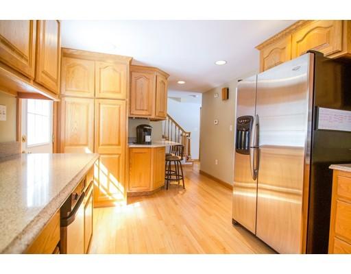 Maison unifamiliale pour l Vente à 258 Pine Street 258 Pine Street Holbrook, Massachusetts 02343 États-Unis