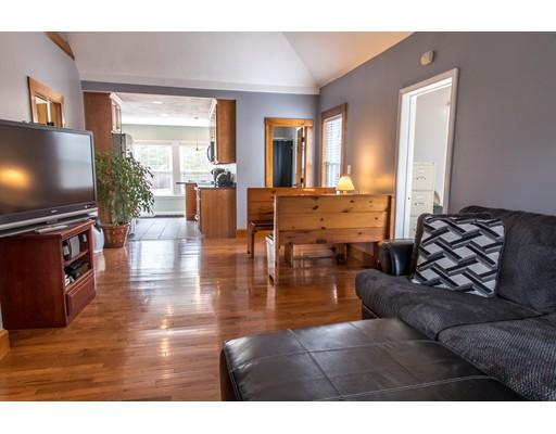 واحد منزل الأسرة للـ Sale في 81 Pine Grove Avenue 81 Pine Grove Avenue Bellingham, Massachusetts 02019 United States