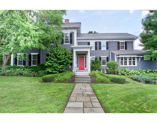 Maison unifamiliale pour l Vente à 902 High Street 902 High Street Dedham, Massachusetts 02026 États-Unis