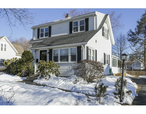 Nhà ở một gia đình vì Bán tại 7 Pleasant Street 7 Pleasant Street Wayland, Massachusetts 01778 Hoa Kỳ