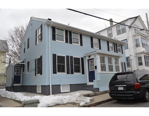 واحد منزل الأسرة للـ Sale في 84 Oak Street 84 Oak Street Fall River, Massachusetts 02720 United States