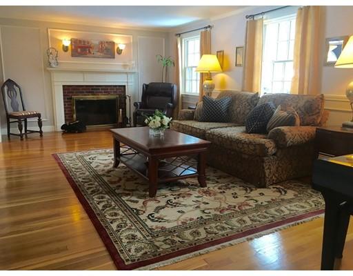 Nhà ở một gia đình vì Bán tại 18 Lantern Lane 18 Lantern Lane Arlington, Massachusetts 02474 Hoa Kỳ