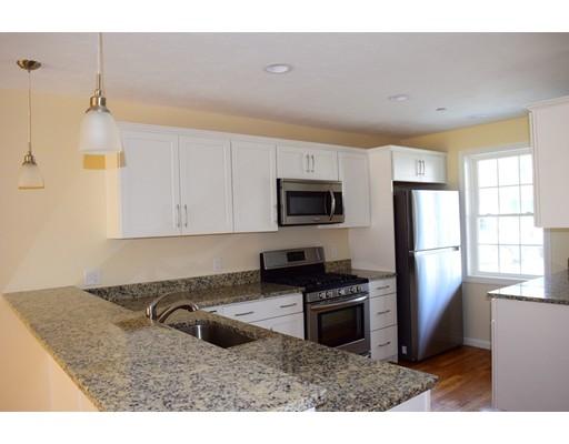 共管式独立产权公寓 为 销售 在 203 Meadow Lane 203 Meadow Lane 伦道夫, 马萨诸塞州 02368 美国
