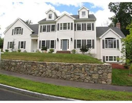 Maison unifamiliale pour l Vente à 9 Puritan Place 9 Puritan Place Norwood, Massachusetts 02062 États-Unis