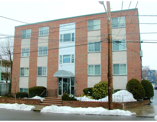 Condominio por un Venta en 21 Staples Avenue 21 Staples Avenue Everett, Massachusetts 02149 Estados Unidos