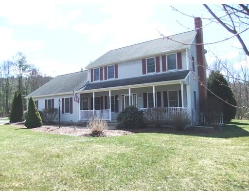 Casa Unifamiliar por un Venta en 66 Zuell Hill Road 66 Zuell Hill Road Monson, Massachusetts 01057 Estados Unidos