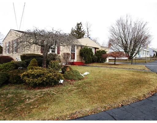 独户住宅 为 销售 在 27 Amanda Street 27 Amanda Street Cranston, 罗得岛 02920 美国
