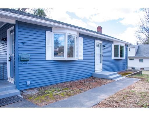 واحد منزل الأسرة للـ Sale في 34 Green Manor Road 34 Green Manor Road Enfield, Connecticut 06082 United States
