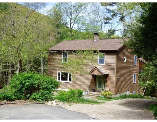 واحد منزل الأسرة للـ Sale في 410 Long Plain Road 410 Long Plain Road Leverett, Massachusetts 01054 United States