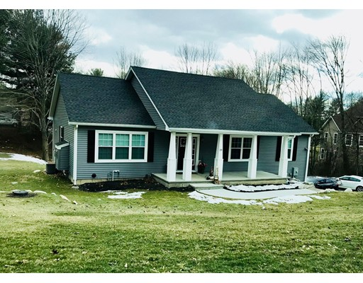 واحد منزل الأسرة للـ Sale في 5 Coldbrook Drive 5 Coldbrook Drive Ware, Massachusetts 01082 United States