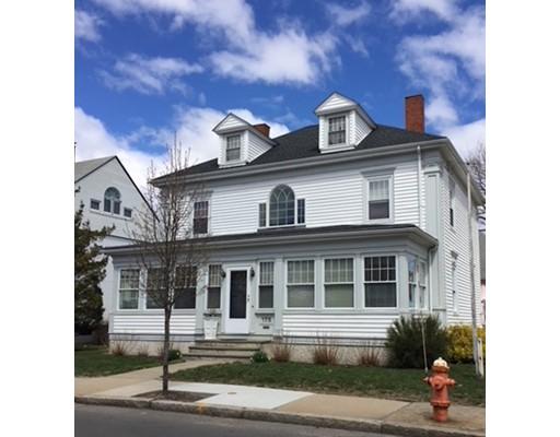 独户住宅 为 销售 在 175 Pleasant Street 175 Pleasant Street 温思罗普, 马萨诸塞州 02152 美国