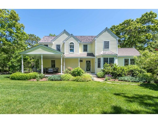 Maison unifamiliale pour l Vente à 20 Bayes Hill Road 20 Bayes Hill Road Oak Bluffs, Massachusetts 02557 États-Unis