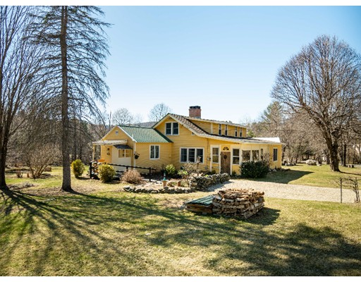 Casa Unifamiliar por un Venta en 49 Village Hill Road 49 Village Hill Road Williamsburg, Massachusetts 01096 Estados Unidos