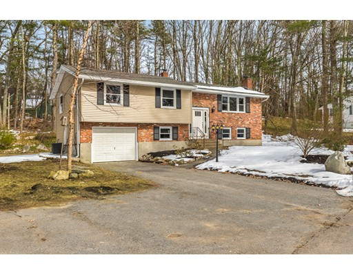 Single Family Home for Sale at 82 Old Stage Road 82 Old Stage Road Chelmsford, Massachusetts 01824 United States