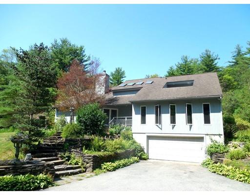 واحد منزل الأسرة للـ Sale في 211 Monson Turnpike Road 211 Monson Turnpike Road Ware, Massachusetts 01082 United States