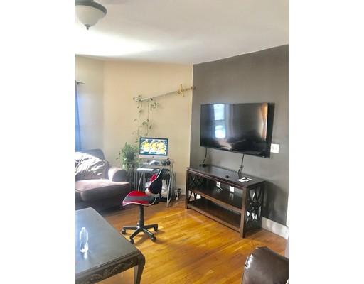 独户住宅 为 出租 在 58 Cottage Street 58 Cottage Street Everett, 马萨诸塞州 02149 美国