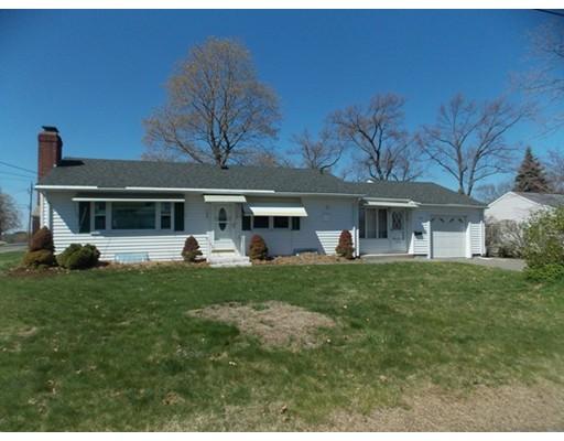 Casa Unifamiliar por un Alquiler en 146 Laconia Street 146 Laconia Street Ludlow, Massachusetts 01056 Estados Unidos