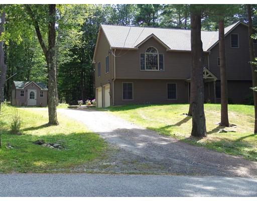 独户住宅 为 销售 在 38 Lakeside Drive 38 Lakeside Drive Tolland, 马萨诸塞州 01034 美国