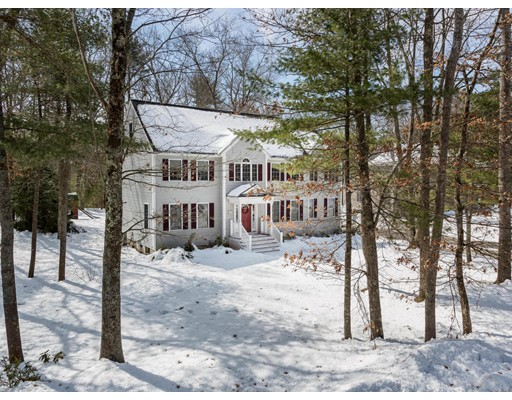 واحد منزل الأسرة للـ Sale في 7 Acorn Way 7 Acorn Way Georgetown, Massachusetts 01833 United States