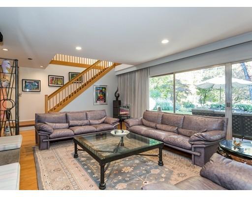 Casa Unifamiliar por un Venta en 152 Crestview Circle 152 Crestview Circle Longmeadow, Massachusetts 01106 Estados Unidos