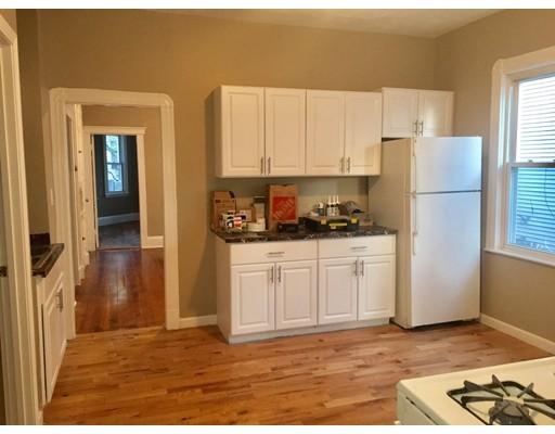 独户住宅 为 出租 在 98 Irving Street 98 Irving Street Everett, 马萨诸塞州 02149 美国