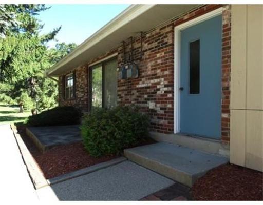 Casa Unifamiliar por un Alquiler en 916 WINDSOR 916 WINDSOR Framingham, Massachusetts 01701 Estados Unidos