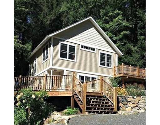 Частный односемейный дом для того Продажа на 143 North Street 143 North Street Erving, Массачусетс 01344 Соединенные Штаты