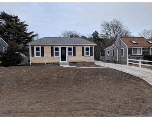 Casa Unifamiliar por un Venta en 12 Breezy Point Road 12 Breezy Point Road Yarmouth, Massachusetts 02664 Estados Unidos