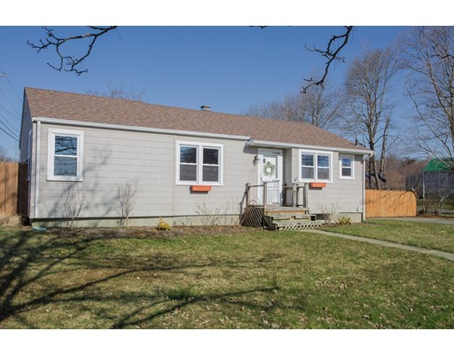 231  Middle Rd,  Acushnet, MA