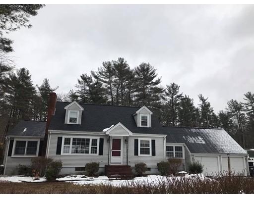 Casa Unifamiliar por un Venta en 32 School Street 32 School Street Hanson, Massachusetts 02341 Estados Unidos