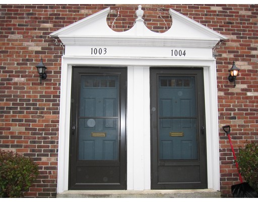 Casa Unifamiliar por un Alquiler en 1003 Windsor Drive 1003 Windsor Drive Framingham, Massachusetts 01701 Estados Unidos
