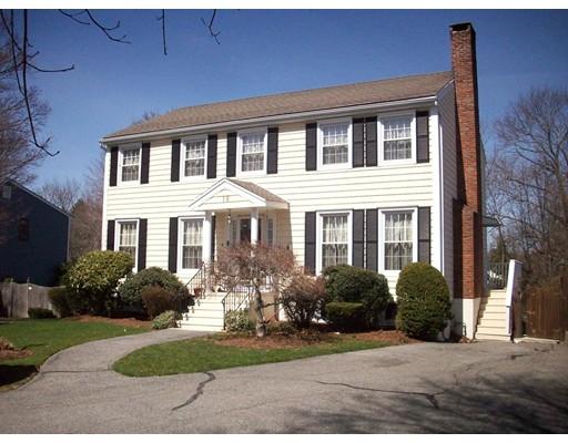 واحد منزل الأسرة للـ Sale في 18 Gracewood Road 18 Gracewood Road Stoneham, Massachusetts 02180 United States