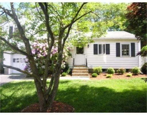 Casa Unifamiliar por un Alquiler en 29 Evelyn Road 29 Evelyn Road Needham, Massachusetts 02494 Estados Unidos