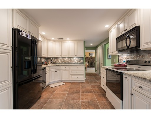 3  Lincoln Street,  Lakeville, MA