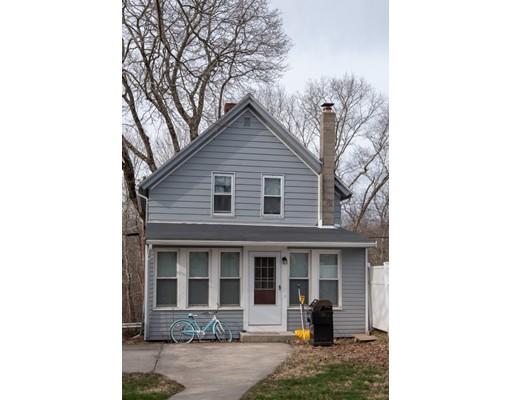 واحد منزل الأسرة للـ Sale في 246 Main Street 246 Main Street Millville, Massachusetts 01529 United States