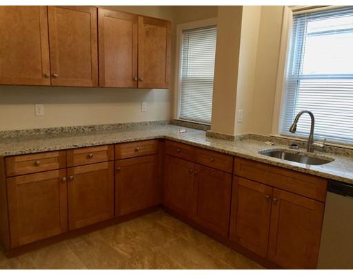 独户住宅 为 出租 在 11 Belmont 11 Belmont Everett, 马萨诸塞州 02149 美国