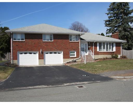 واحد منزل الأسرة للـ Sale في 52 Lee Street 52 Lee Street Stoneham, Massachusetts 02180 United States