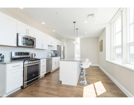 共管式独立产权公寓 为 销售 在 1 St. Clare Road 1 St. Clare Road 梅福德, 马萨诸塞州 02155 美国