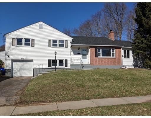 Частный односемейный дом для того Продажа на 213 Mohegan 213 Mohegan West Hartford, Коннектикут 06117 Соединенные Штаты