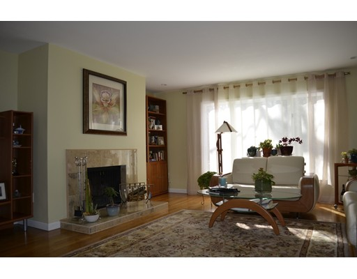 Picture 2 of 10 Fox Hollow Unit 10 Wayland Ma 2 Bedroom Condo