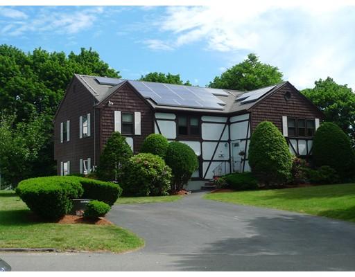 واحد منزل الأسرة للـ Sale في 18 Cricklewood Drive 18 Cricklewood Drive Stoneham, Massachusetts 02180 United States