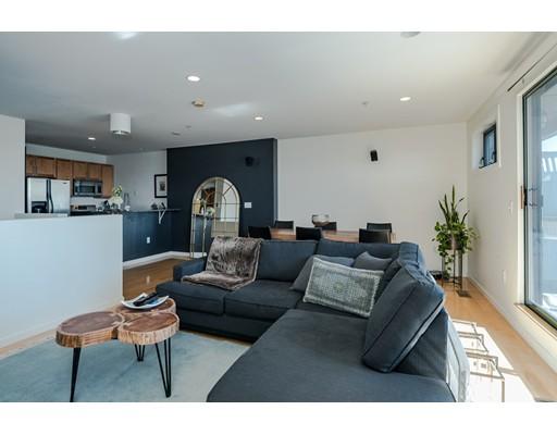 独户住宅 为 出租 在 210 Broadway 210 Broadway Everett, 马萨诸塞州 02149 美国