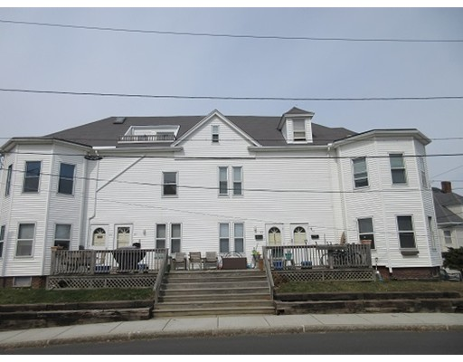 多户住宅 为 销售 在 81 Faunbar Avenue 81 Faunbar Avenue 温思罗普, 马萨诸塞州 02152 美国
