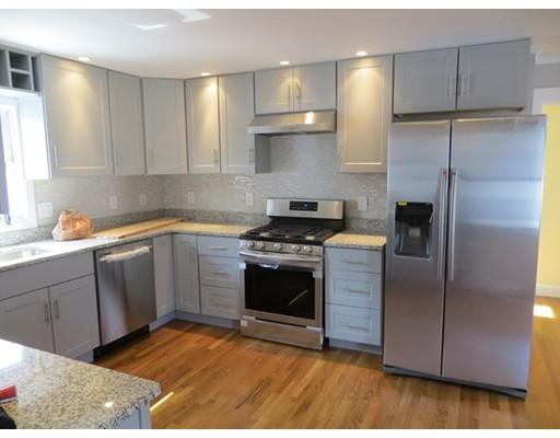 Частный односемейный дом для того Продажа на 136 W Squantum Street 136 W Squantum Street Quincy, Массачусетс 02171 Соединенные Штаты